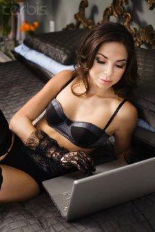 Es que la damisela tiene un blog y no podia subir unas fotos de ella. Y no puedo decir que no a una peticion de soporte :)